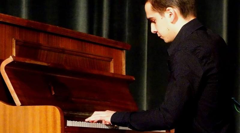 Музикалната школа изпраща свой студент в Националната музикална академия